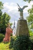 耶稣祈祷给天使和上帝,在Kalvarienberg,受难象山,坏Tolz,巴伐利亚,德国的雕象 图库摄影