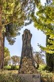 耶路撒冷以色列以色列犹太大屠杀纪念馆9月14日2017年浩劫博物馆 在雕塑庭院里 利亚捐赠和做的雕塑Mi 免版税图库摄影