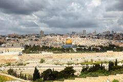 耶路撒冷和风雨如磐的云彩 库存图片