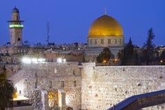 耶路撒冷在晚上 免版税库存图片