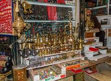 耶路撒冷市场在耶路撒冷旧城,其中一家礼品店 库存图片