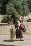 耶路撒冷旧城,耶路撒冷,以色列 Agust圣殿山的2010年走的穆斯林在耶路撒冷旧城 免版税库存图片