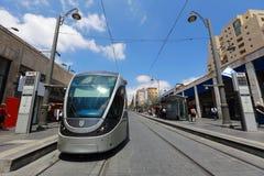 耶路撒冷点燃路轨电车(火车)中止和中央汽车站在贾法角街道,耶路撒冷,以色列上 图库摄影