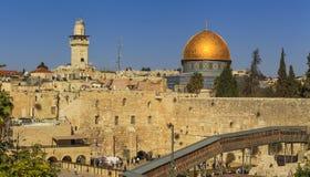 耶路撒冷的美丽的景色反对蓝天的 库存照片