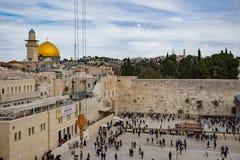 耶路撒冷,以色列- 2018年12月1日:人们祈祷在西部墙壁的,哭墙 图库摄影