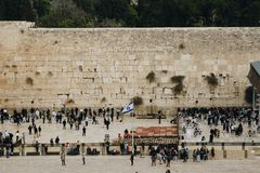 耶路撒冷,以色列- 2018年12月1日:人们祈祷在西部墙壁的,哭墙 免版税库存图片