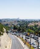 耶路撒冷,以色列街道  有交通的车行道 免版税库存图片