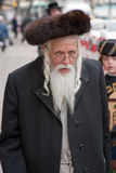 耶路撒冷,以色列- 2006年3月15日:在著名极端保守的处所耶路撒冷- Mea Shearim的普珥节狂欢节 库存图片