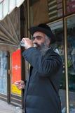 耶路撒冷,以色列- 2006年3月15日:在著名极端保守的处所耶路撒冷- Mea Shearim的普珥节狂欢节 免版税库存图片