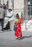 耶路撒冷,以色列- 2006年3月15日:在著名极端保守的处所耶路撒冷- Mea Shearim的urim狂欢节 免版税库存图片