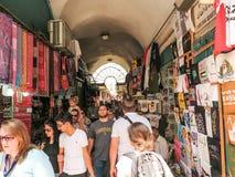 耶路撒冷,以色列- 2015年7月13日:在sta中的狭窄的石街道 库存照片