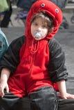 耶路撒冷,以色列- 2006年3月15日:普珥节狂欢节 一个年轻男孩的画象穿戴了象瓢虫 免版税库存图片