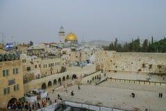 耶路撒冷,以色列- 2010年12月11日:t西部墙壁和圆顶  库存图片