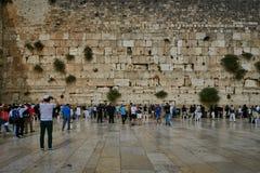 耶路撒冷- 2016年11月15日, :在哭墙附近的人们  免版税库存照片