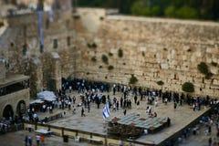 耶路撒冷- 2016年11月15日, :在哭墙附近的人们  库存照片