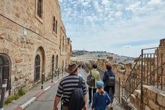 耶路撒冷- 2017年3月06日, :小组游客旅行低谷Jeru 库存照片