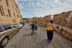 耶路撒冷- 2017年3月06日, :小组游客旅行低谷Jeru 库存图片