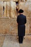 耶路撒冷- 2016年11月15日, :祈祷在哭墙的人 图库摄影