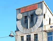 耶路撒冷 犹太教堂'钟楼' 日规 在罐的橡木新芽 库存照片