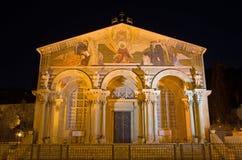 耶路撒冷-耶稣背叛的马赛克在Gethsemane庭院里在万国教堂里(极度痛苦的大教堂) 库存照片
