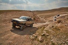 耶路撒冷- 10 04 2017年:在艰苦跋涉的吉普车,在以色列m 免版税库存图片