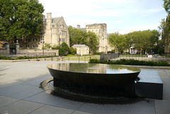耶鲁大学:妇女的表雕塑h 免版税库存照片