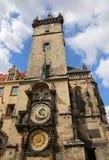 耸立与天文学时钟在布拉格在捷克欧洲 库存图片