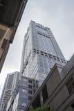 耸立入天空的高层建筑物 库存图片