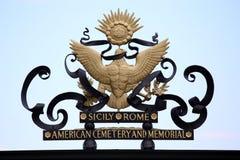 聂图诺-4月06日:在阿梅尔的大门的美国标志 库存图片