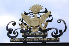 聂图诺-4月06日:在阿梅尔的大门的美国标志 免版税图库摄影