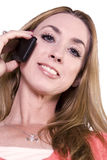 聊天的电话微笑的妇女 免版税图库摄影