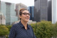 年轻职业妇女在城市 免版税库存照片
