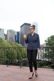 年轻职业妇女在城市 免版税图库摄影