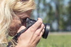 职业妇女摄影师 库存照片