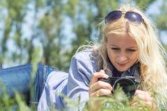 职业妇女摄影师 免版税库存图片