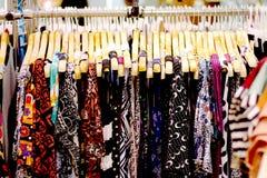 职业妇女的女装店 免版税库存照片