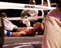 职业拳击成交下来 免版税库存照片