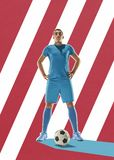 职业橄榄球有球的足球运动员在五颜六色的背景 图库摄影