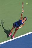 职业网球球员从美国的Lauren戴维斯在美国公开赛2014比赛期间 免版税库存图片