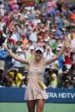 职业网球球员卡露莲・禾丝妮雅琪在第三次回合比赛以后庆祝胜利在美国公开赛2014年 库存照片
