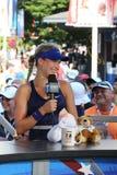 职业网球球员在采访中的Eugenie布查德与在美国公开赛的网球海峡2014年 库存图片