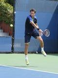 职业网球球员在他的第一个回合期间的Sergiy Stakhovsky加倍比赛在美国公开赛2013年 免版税库存图片