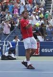 职业网球球员斯坦尼斯拉斯・瓦夫林卡在第三次回合比赛以后庆祝胜利在美国公开赛2013年 免版税库存图片