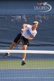 职业网球球员从奥地利的多米尼克Thiem为美国公开赛实践2015年在比利・简・金国家网球中心 免版税图库摄影