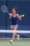 职业网球球员Agnieszka Radwanska为美国公开赛实践2014年 库存照片