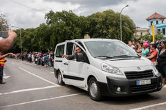 职员在哈瓦那,古巴指挥在奥巴马总统路线的人群2016年 免版税库存照片