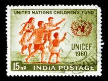 联合国儿童基金会天-孩子和联合国象征, serie,大约1960年 免版税库存照片