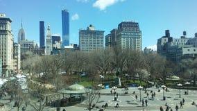 联合广场在晴朗的星期日早晨在春天在曼哈顿,纽约, NY 免版税库存照片