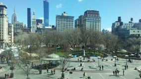 联合广场在晴朗的星期日早晨在春天在曼哈顿,纽约, NY 库存照片