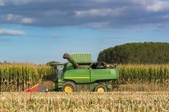 联合收割机切口玉米 免版税库存照片